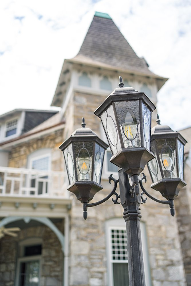 George Washington Wood Bed & Breakfast Lamps